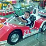 Andro Bermain di Mall