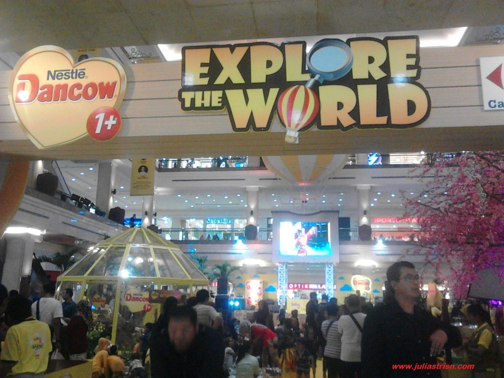Semua tumplek blek di acara Dancow Explore The World