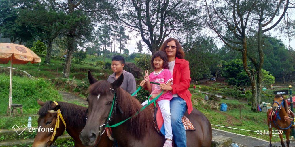 Naik kuda di Gedong Songo